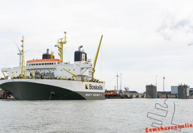 Speciale operatie voor Eemshaven: Mighty Servant 1 zinkt af in Wilhelminahaven