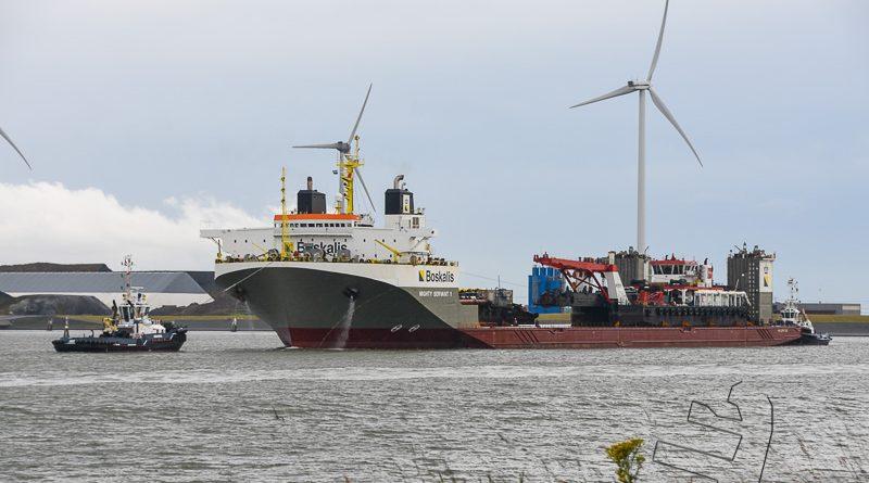 Mighty Servant 1 vertrekt geladen vanuit de Eemshaven