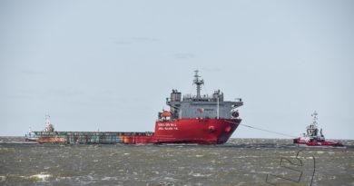 Zware lading schip Korex SPB No.2 naar Beatrixhaven