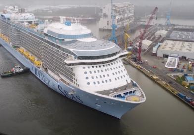 Cruiseschip Odyssey of the Seas onderweg naar Eemshaven