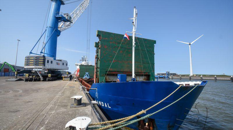 Sandal vervoert mest naar Nederlandse akkerbouwer in Letland