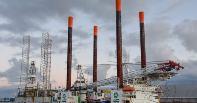 Jack-up schip Thor vertrekt naar Nordsee One windpark